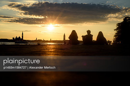 Sonnenuntergang auf S. Elena, Venedig III - p1493m1584727 von Alexander Mertsch