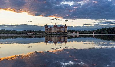 Germany, Saxony, Moritzburg Castle at castle pond - p300m1014995 by Patrice von Collani