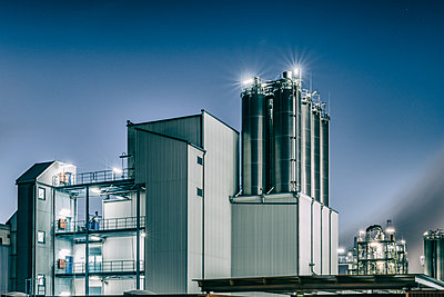 Chemical industrial plant - p401m2228395 by Frank Baquet