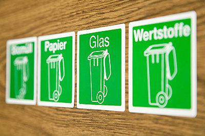Vier Symbole zur Mülltrennung - p4736768f von STOCK4B-RF