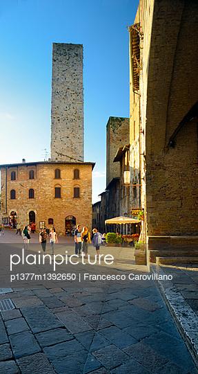 p1377m1392650 von Francesco Carovillano