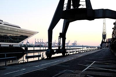 Hafengebäude - p1088m1207344 von Martin Benner