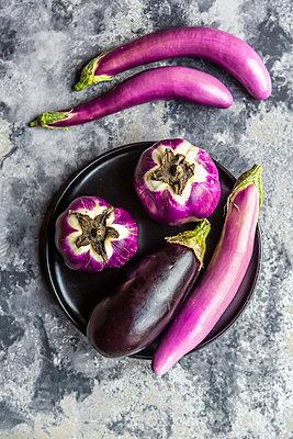 Various sorts of aubergines - p300m2081203 von Sandra Roesch
