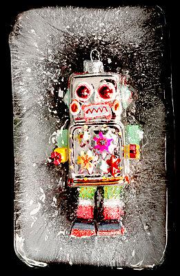 Eingefrorener Roboter - p451m1208182 von Anja Weber-Decker