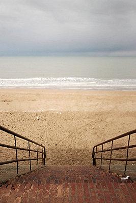 Treppe zum Strand - p9111157 von Kalanch-Oé
