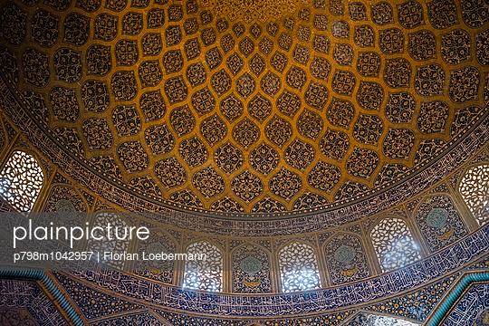 Kuppelgewölbe in der Scheich Lotfollāh Moschee - p798m1042957 von Florian Löbermann