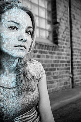 Portrait mit Grafik - p1156m1215697 von miep