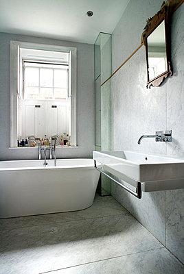 Family bathroom, second floor. - p855m713411 by Nigel Rigden