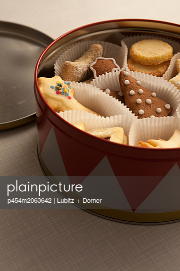 Christmas cookies - p454m2063642 by Lubitz + Dorner