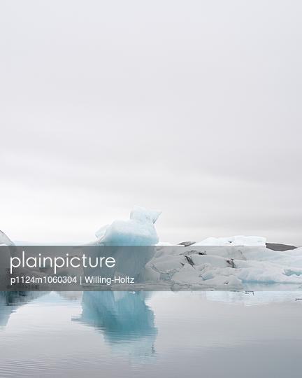 Eisschollen auf Gletschersee - p1124m1060304 von Willing-Holtz