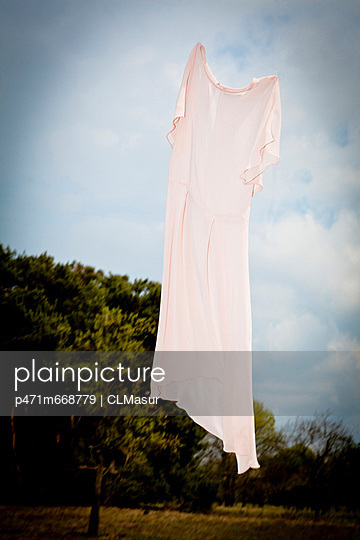 Dress in the wind - p471m668779 by CLMasur