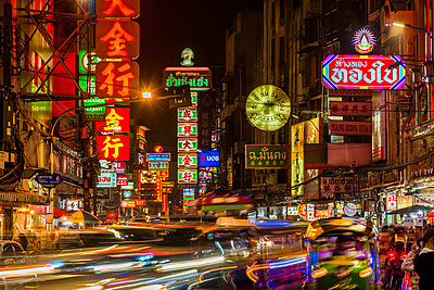 Bangkok at night, Bangkok, Thailand, Southeast Asia, Asia - p871m2022908 by Paul Porter