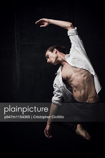Tänzer - p947m1154365 von Cristopher Civitillo