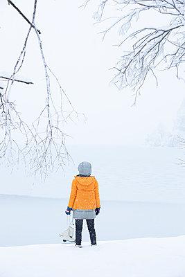 Hält das Eis schon? - p454m2076578 von Lubitz + Dorner