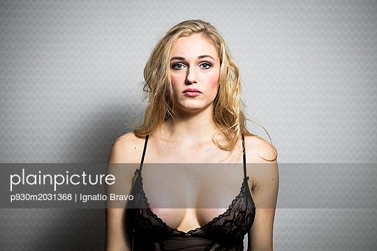 Blond woman - p930m2031368 by Ignatio Bravo