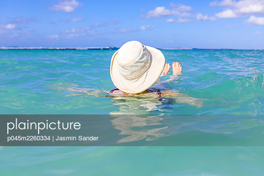 p045m2260334 by Jasmin Sander