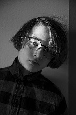 Boy with glasses - p1338m1525577 by Birgit Kaulfuss