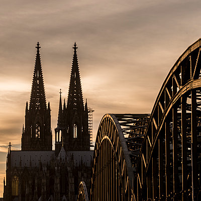 Cologne Cathedral in  the sunset - p401m1207774 by Frank Baquet