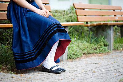 Frau auf der Bank - p6790020 von Jessica Alice Hath