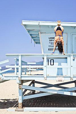 Dangerous handstand - p930m814911 by Ignatio Bravo