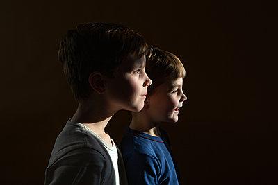 Portrait von zwei Jungen - p1308m2280034 von felice douglas