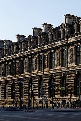Louvre, closed museum, Paris, France, shutdown due to Covid-19 - p1329m2177989 by T. Béhuret