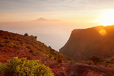 View from Gomera to Tenerife with Teide volcano at sunrise, Canary Islands, Spain, Atlantic, Europe - p871m1011657f by Markus Lange