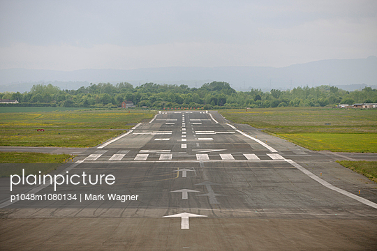 Runway 27 - p1048m1080134 by Mark Wagner