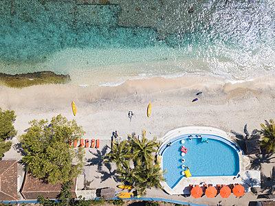 Hotel am Strand, Luftaufnahme - p1108m2090344 von trubavin