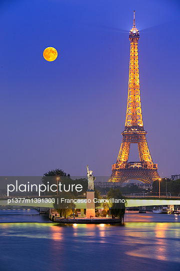 Replica of the Statue of the Liberty with Eiffel Tower in the background - p1377m1391303 by Francesco Carovillano