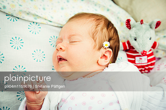 Baby - p904m1159676 von Stefanie Neumann