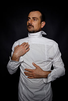 Man wearing shirt back to front - p1521m2150054 by Charlotte Zobel