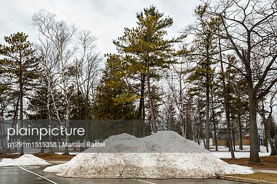 Snow heap - p1291m1515358 by Marcus Bastel
