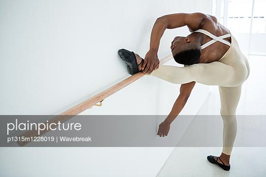 Ballerino practicing ballet dance  - p1315m1228019 by Wavebreak