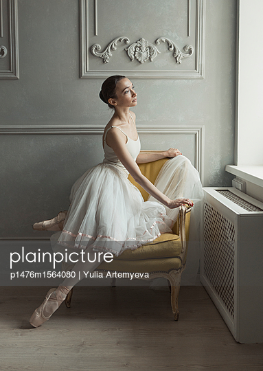 Ballerina in the armchair - p1476m1564080 by Yulia Artemyeva