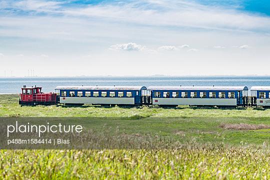 Inselbahn - p488m1584414 von Bias