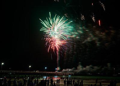 Feuerwerk - p1124m1104361 von Willing-Holtz