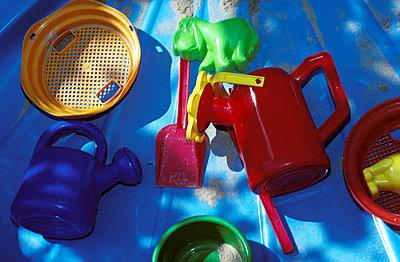 Sandspielzeug - p2680247 von Martin Trippen