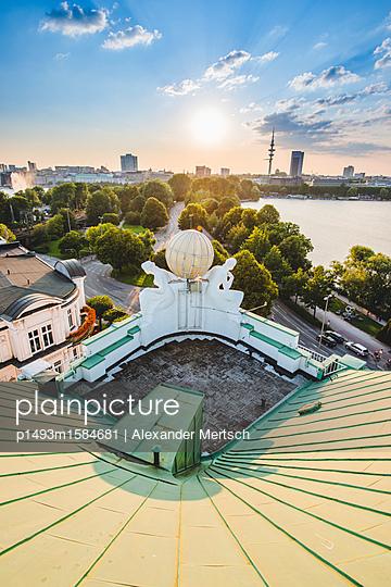 Blick auf Binnen- und Außenalster vom Dach des Hotel Atlantic, Hamburg I - p1493m1584681 von Alexander Mertsch