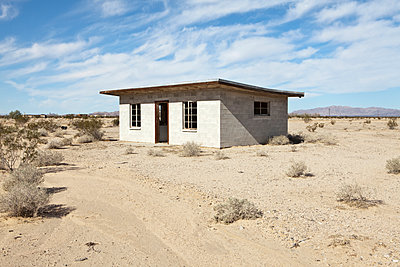 Abandoned Desert Home - p555m1453604 by Spaces Images