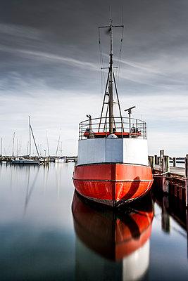 Schiff im Hafen von Maasholm - p248m1025422 von BY