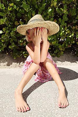 Funny little girl - p045m907337 by Jasmin Sander