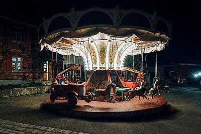 Altes Kinderkarussell - p1437m1503103 von Achim Bunz