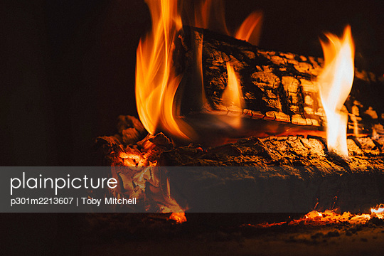 Close up fire logs and flames - p301m2213607 by Toby Mitchell