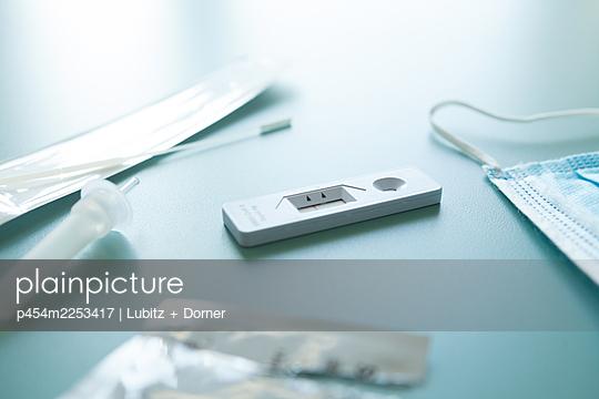 Covid-19 rapid test - p454m2253417 by Lubitz + Dorner
