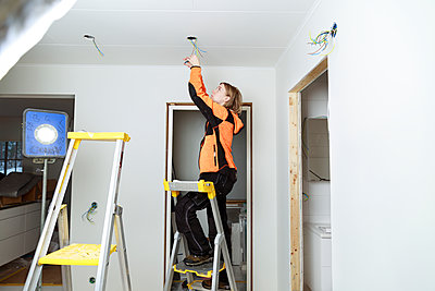 Young woman renovating house - p312m2262566 by Phia Bergdahl