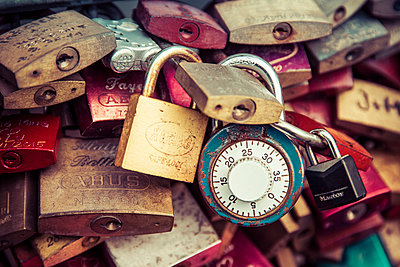Locks with timer - p401m1064430 by Frank Baquet