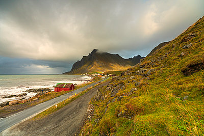 Coastal road in Vikten, Lofoten Islands, Norway - p871m2077736 by Roberto Moiola