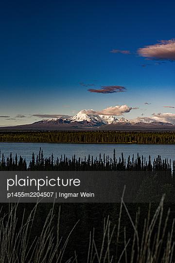 Alaska, Blick auf Meer und Berge - p1455m2204507 von Ingmar Wein