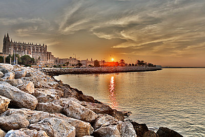 Spain, Palma, Mallorca, View of Cathedral de Palma at sunrise - p300m752466f by Roman Märzinger